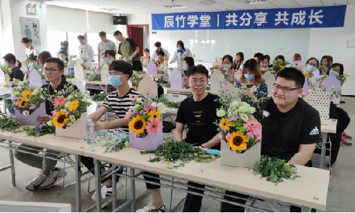 多样化福利 | www.8455.com携手园区组织插花活动